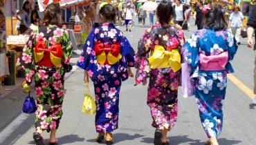 YUKATA JAPONES MODERNO : EXPLOSIÓN DE COLOR Y DISEÑO