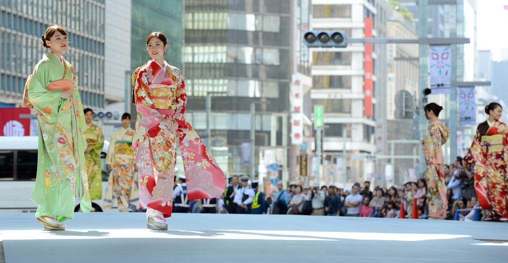 HAORI Y KIMONO PARA MUJER : 10 OUTFITS