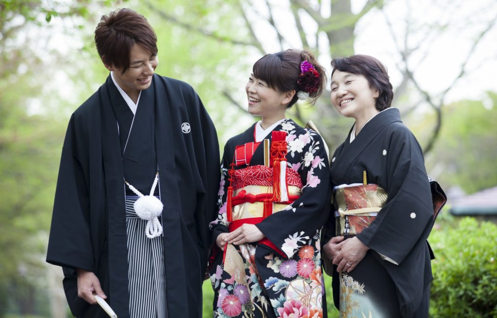 5d106510fa Hoy en día es difícil ver a mucha gente vestida con Kimono por la calle en  Japón